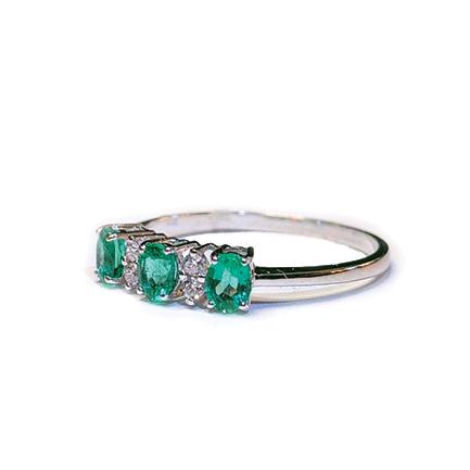 Anello con tre smeraldi e diamanti Casa Torelli