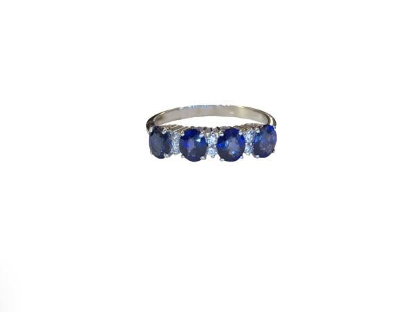 Anello con quattro zaffiri 1.68 CT e diamanti